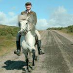 photo des chevaux et des hommes