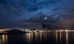 photo de la ville de honningsvag sur l'ile mageroya en norvege