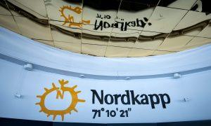 Photo de l'indicateur du cap Nord sur l'ile de Mageroya en Norvège