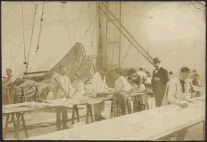 photo de l'atelier de confection du ballon de l'expédition Andrée